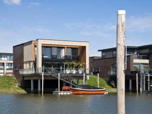 Gebouwen op palen (deels) in water